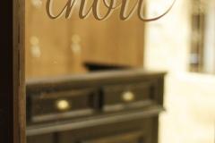 chouchou_door_sihgne_tate