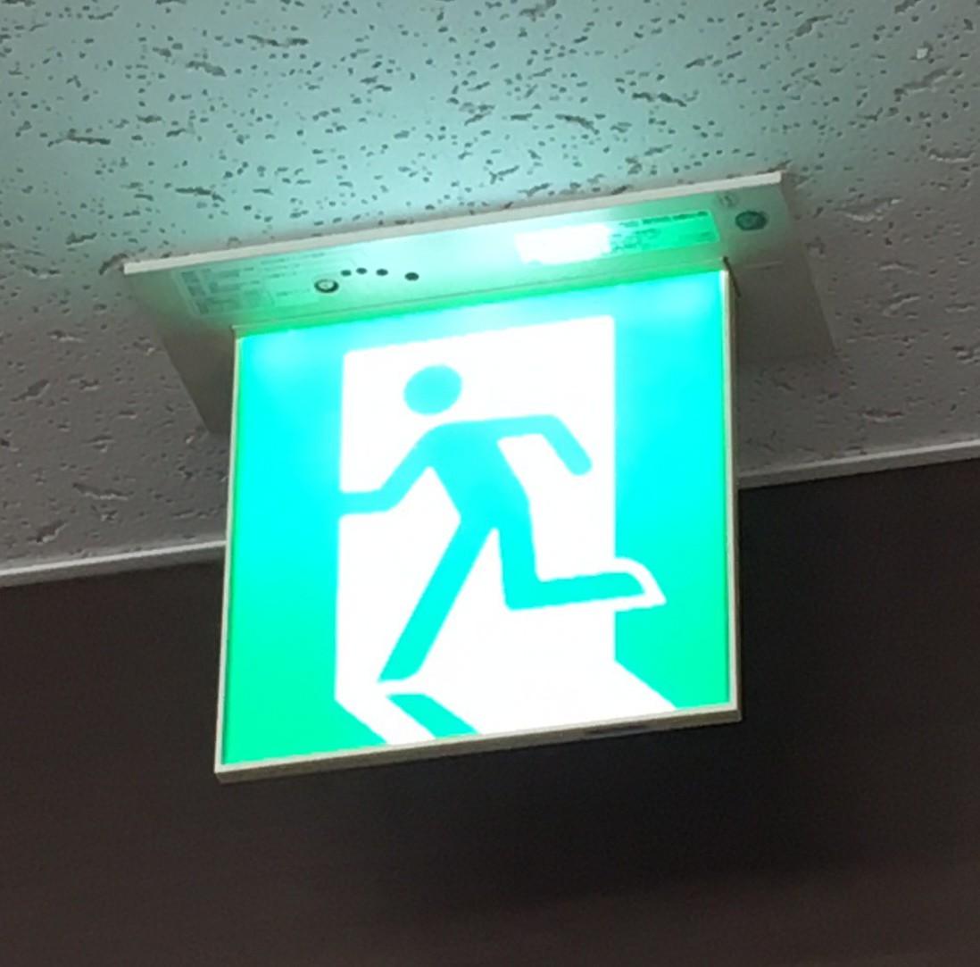 消防設備設置とならんで、防火責任者をおかなければならない規定もあります。物件を借りられるとき、ご確認ください。