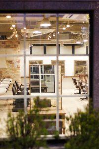 最近の工事デザインの流行りは、「~~屋さん風」でしょうか。写真は、雑貨屋さん風のご依頼でした。他に、おしゃれなパン屋さん風など。