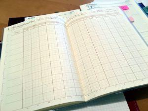工程管理とスケジュール管理が一致するプロジェクト管理ツールがあると便利。だから逆算手帳を今回ご紹介しました。ルーズリーフタイプで、プロジェクト管理に特化したシートも、いいですね。